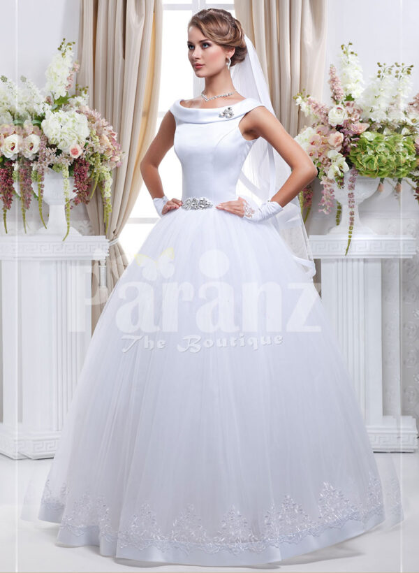Women's Barbie style pearl white sleeveless wedding gown with high volume tulle skirt