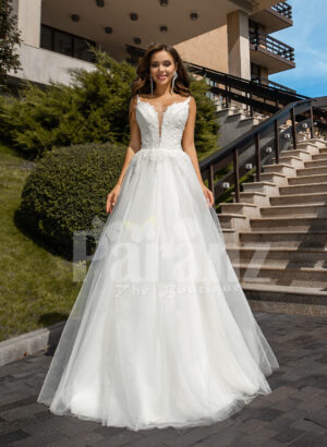 Women's glam white sleeveless wedding tulle gown with royal bodice